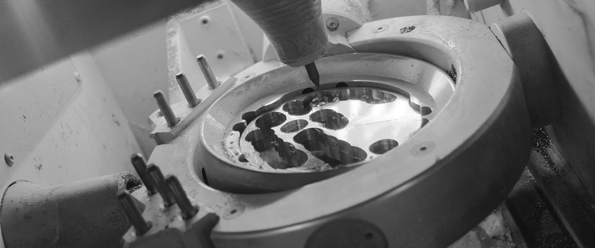 CAD-/CAM-Anlagen zur Herstellung der Implantate