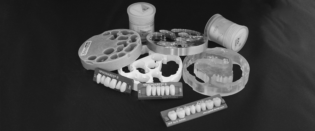 Verschiedene Materialien der Implantate